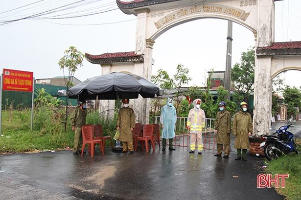 TP.HCM: Phong tỏa trong đêm 2 tòa nhà chung cư, xét nghiệm khẩn 1.000 cư dân; Hà Tĩnh có thêm 2 ca nhiễm Covid-19, là F1 của cặp vợ chồng ở Thạch Trung - Ảnh 1.