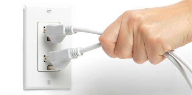 5 sai lầm khiến nỗ lực tiết kiệm điện ngày nắng nóng hóa công cốc - Ảnh 2.