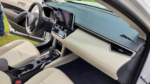 460 triệu là đủ để người Mỹ mua Toyota Corolla Cross có ga tự động thích ứng, hỗ trợ giữ làn, cảnh báo va chạm - Ảnh 4.