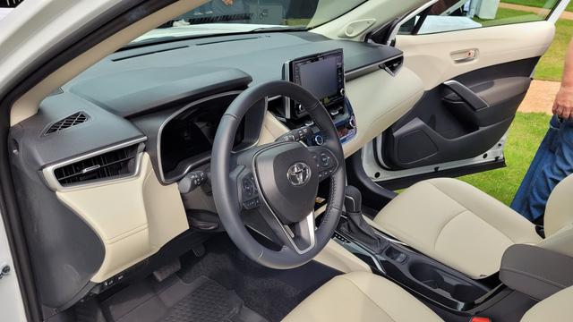 460 triệu là đủ để người Mỹ mua Toyota Corolla Cross có ga tự động thích ứng, hỗ trợ giữ làn, cảnh báo va chạm - Ảnh 5.
