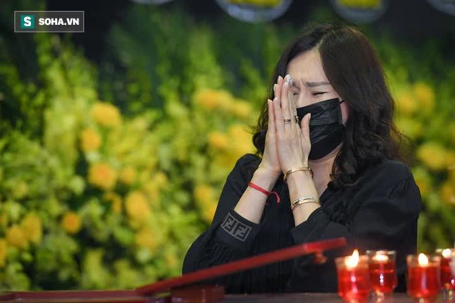 Đám tang Hoa hậu Việt Nam 1994 - Nguyễn Thu Thủy: Các con và người thân nhìn mặt, hôn chào Thu Thủy lần cuối - Ảnh 9.