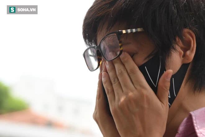 Đám tang Hoa hậu Việt Nam 1994 - Nguyễn Thu Thủy: Người quen đau đớn ôm quan tài, mẹ ruột phải 2 người đỡ - Ảnh 3.