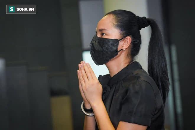 Đám tang Hoa hậu Việt Nam 1994 - Nguyễn Thu Thủy: Các con và người thân nhìn mặt, hôn chào Thu Thủy lần cuối - Ảnh 5.