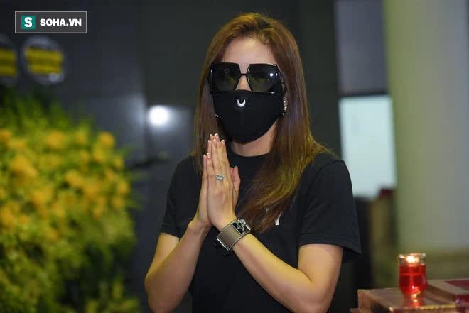 Đám tang Hoa hậu Việt Nam 1994 - Nguyễn Thu Thủy: Các con và người thân nhìn mặt, hôn chào Thu Thủy lần cuối - Ảnh 4.
