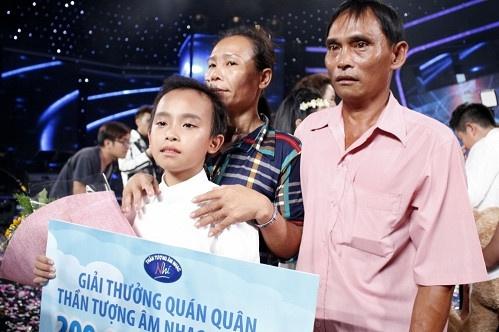 Phi Nhung đã làm được những gì cho Hồ Văn Cường sau 5 năm làm mẹ nuôi? - Ảnh 1.