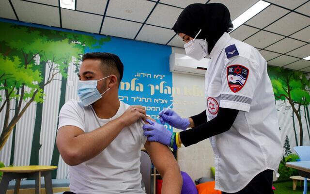 TS Việt tại Mỹ: Khả năng bảo vệ trước biến thể của vaccine AstraZeneca, Pfizer và lời khuyên cho người Việt - Ảnh 6.