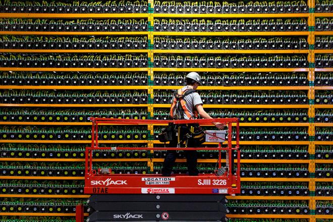 Thợ đào tiền mã hóa ở Trung Quốc bắt đầu tháo chạy, điên cuồng bán tháo thiết bị - Ảnh 1.