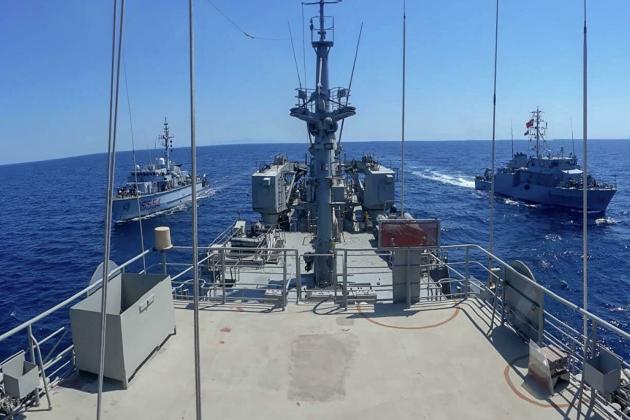 Tiền đồn cuối sụp đổ, Tổng thống Ukraine sốc tột độ trước quyết định của Mỹ - Nga triển khai tàu chiến đón lõng 3 tàu NATO tiến vào Biển Đen - Ảnh 1.