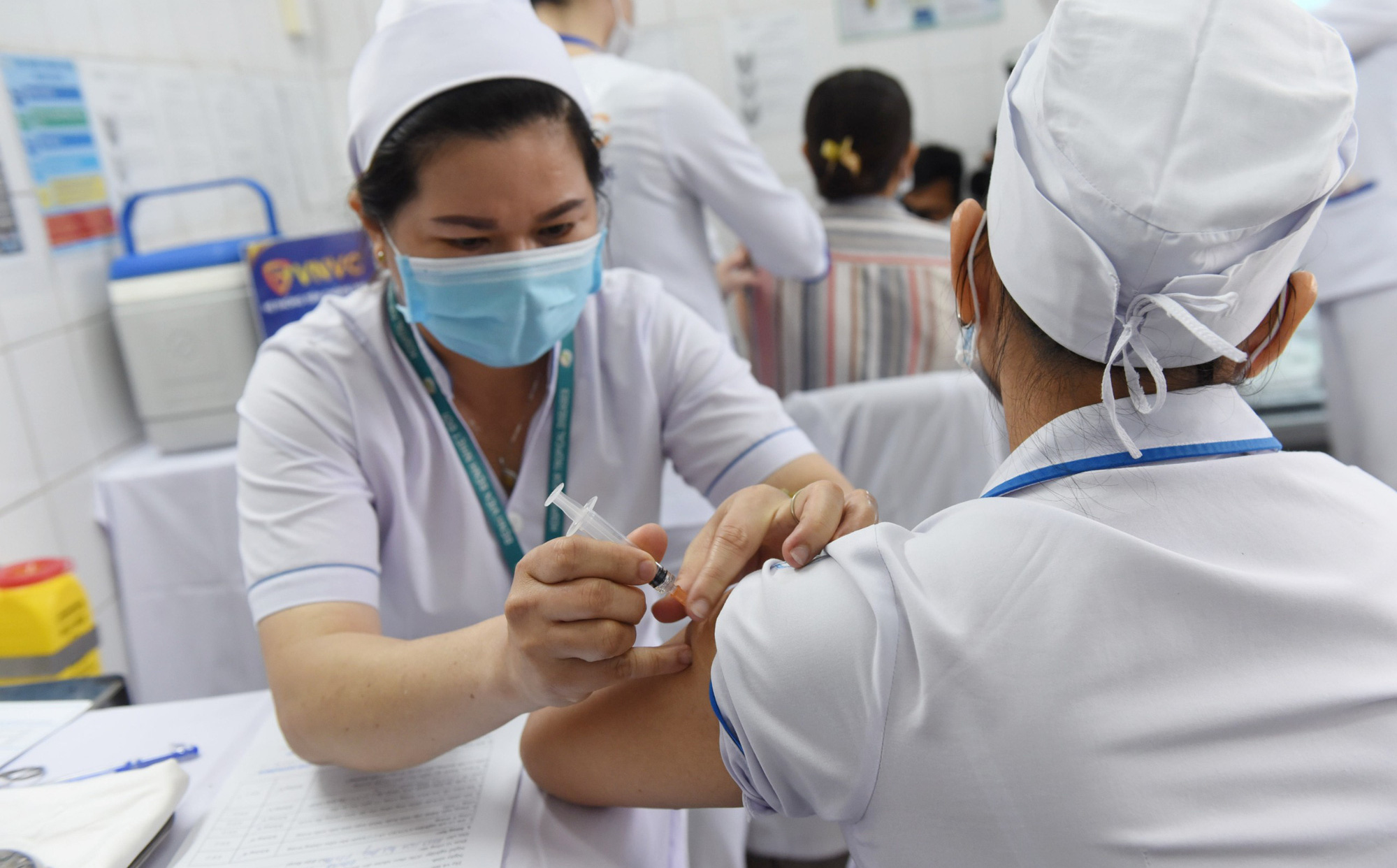Xuất hiện tình trạng lừa đảo tiêm vắc xin phòng COVID-19, hãy chờ đến lượt để được tiêm miễn phí