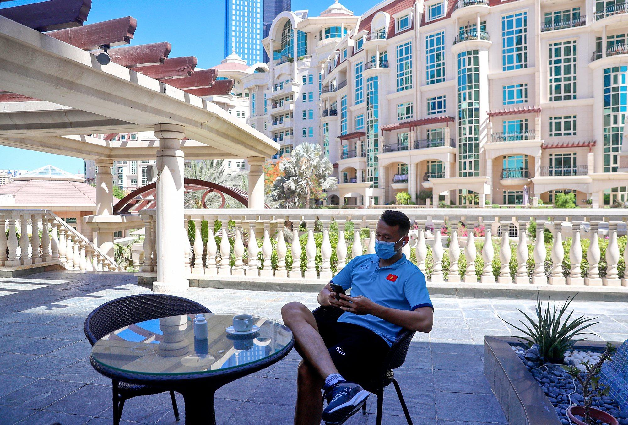 Cận cảnh nơi ăn chốn ở siêu sang, xịn của đội tuyển Việt Nam tại Dubai - Ảnh 4.