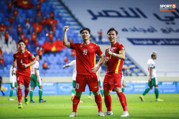 Tiếp viên hàng không hé lộ 'bí mật' chưa kể ở chuyến bay của đội Việt Nam sang Dubai đấu vòng loại World Cup - ảnh 1