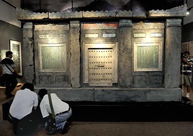 Tên trộm to gan phá tung lăng mộ nghìn tuổi, lấy trộm quan tài 27 tấn nhưng để lại một bức tranh mỹ nữ - Nàng là ai? - Ảnh 6.