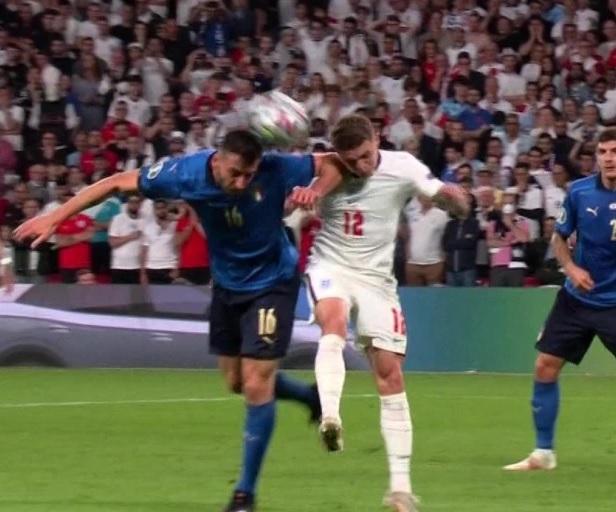 Italia quá may vì không phải nhận thẻ đỏ nên mới có thể hạ gục Anh trên chấm luân lưu? - Ảnh 3.