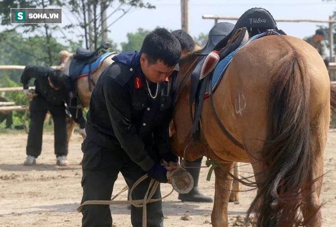 CSCĐ Kỵ binh: Sau hơn một năm huấn luyện, từ ngựa hoang đến những màn vượt rào, bổ nhào, phi nước đại bắn súng đỉnh cao - Ảnh 3.