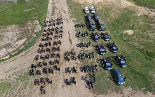 CSCĐ Kỵ binh: Sau hơn một năm huấn luyện, từ ngựa hoang đến những màn vượt rào, bổ nhào, phi nước đại bắn súng đỉnh cao - Ảnh 14.