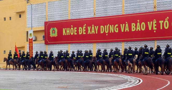 CSCĐ Kỵ binh: Sau hơn một năm huấn luyện, từ ngựa hoang đến những màn vượt rào, bổ nhào, phi nước đại bắn súng đỉnh cao - Ảnh 12.