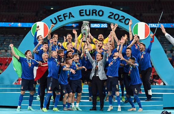 Sự thật bất ngờ về trọng tài thổi còi trận chung kết Euro 2020 Ý - Anh - Ảnh 2.