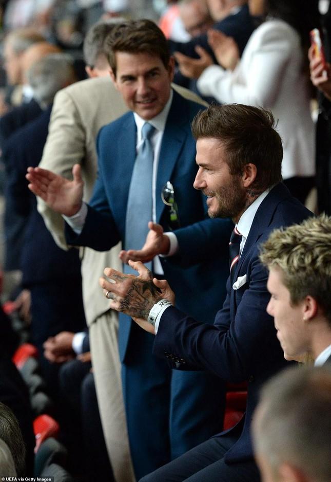 Dàn khách VIP gây náo loạn Wembley, Beckham và Tom Cruise chiếm sóng truyền hình - Ảnh 1.