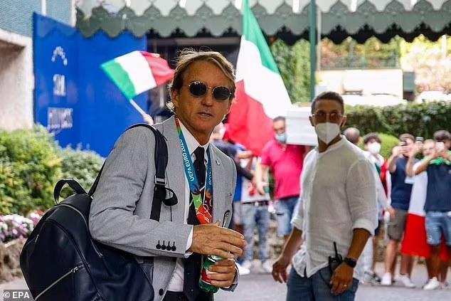 Đương kim vô địch châu Âu rước cúp về Italia: Mọi ngả đường đều dẫn tới thành Rome - Ảnh 2.
