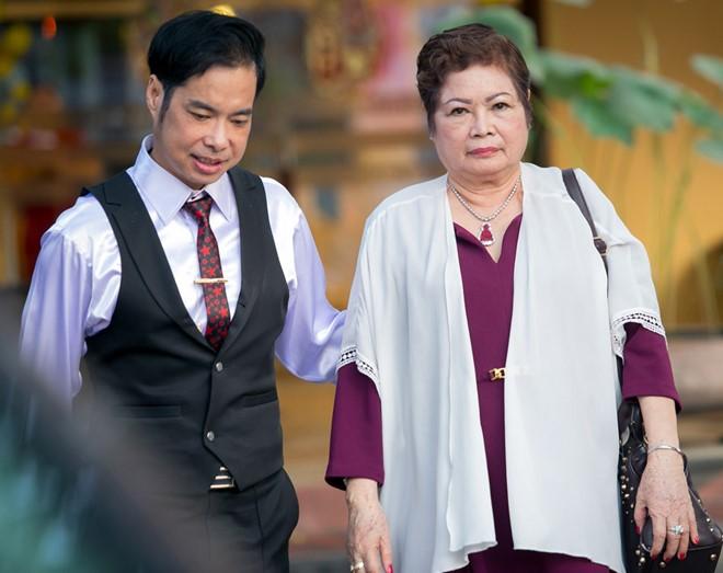 Mẹ qua đời vì bạo bệnh, ca sĩ Ngọc Sơn đau đớn không thể về chịu tang vì đang cách ly - Ảnh 2.