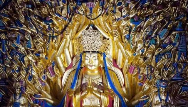 Đang sửa chữa, tượng Phật Bà Quan Âm nghìn tay bỗng nhiên rung lắc dữ dội: Người có mặt chết lặng khi nhìn thấy mật thất bên trong - Ảnh 1.