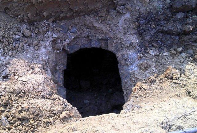 Ngôi mộ bị trộm vô số lần trong 2.000 năm nhưng các chuyên gia vẫn tìm thấy nhiều bảo vật nhờ thiết kế bí mật này - Ảnh 1.