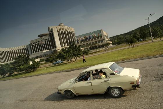 Ông Kim Jong Un ngồi xe Maybach 1,6 triệu USD, còn người Triều Tiên đi xe gì? - Ảnh 3.