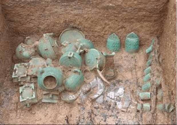Ngôi mộ bị trộm vô số lần trong 2.000 năm nhưng các chuyên gia vẫn tìm thấy nhiều bảo vật nhờ thiết kế bí mật này - Ảnh 2.