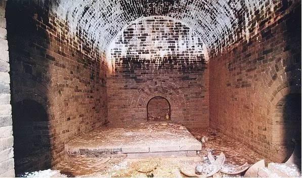 Tào Tháo chỉ huy cướp 30 hòm chứa vàng bạc, mở ra nạn trộm mộ đầy nhức nhối: Vậy làm sao mộ tặc nhìn ra mộ chứa kho báu? - Ảnh 1.
