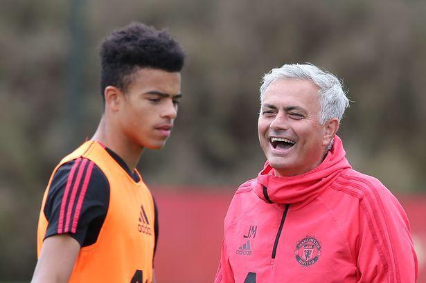 Mourinho chất vấn M.U vì chiêu mộ Sancho - Ảnh 1.
