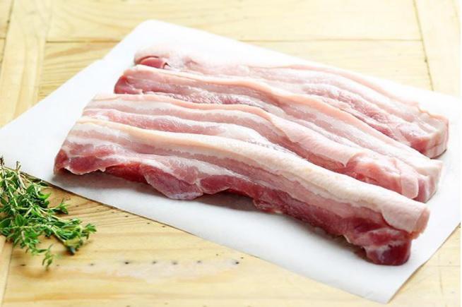 Không phải nướng, thịt ba chỉ làm theo cách này hết veo nồi cơm - Ảnh 1.