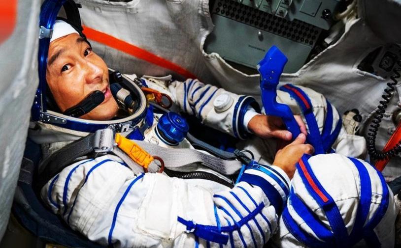 Đang 'mặn nồng' với Elon Musk, tỷ phú Nhật Bản gây 'sốc' khi đột ngột nhảy sang tàu Roscosmos của Nga!