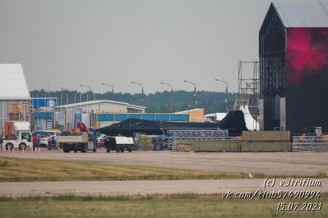 ГОРЯЧЕЕ: Скопление последних крупных планов загадочного российского истребителя на МАКС-2021-Класс - Фото 9.
