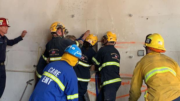 Lần theo tiếng khóc suốt 30 phút, cứu hộ phát hiện cô gái mắc kẹt giữa 2 bức tường đầy kỳ quái, hiện trạng nạn nhân còn khiến họ choáng hơn - Ảnh 5.