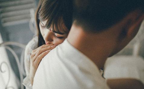 Vợ 2 lần sảy thai, nghi ngờ nên lén lắp camera theo dõi, chồng đau đớn phát hiện ra sự thật khó chấp nhận