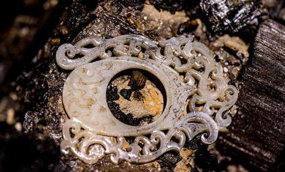Cạy quan tài của vị hoàng đế tại vị 27 ngày rồi qua đời, chuyên gia khảo cổ sửng sốt trước những thứ bên trong - Ảnh 2.