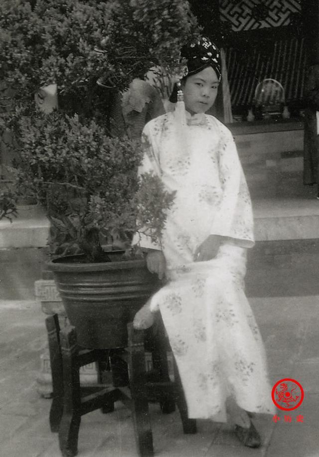 Phi tần kém sắc dám ly hôn hoàng đế Trung Quốc, cuối đời túng quẫn phải bán hàng rong kiếm sống - Ảnh 3.