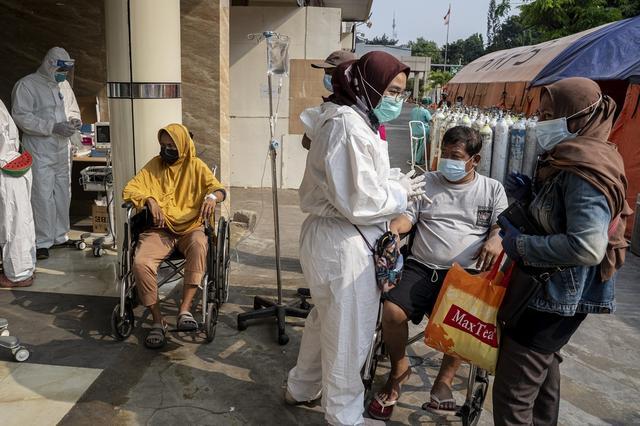 Số ca nhiễm vượt quá Ấn Độ và Brazil, lý do khiến Indonesia trở thành điểm nóng Covid-19 toàn cầu - Ảnh 7.