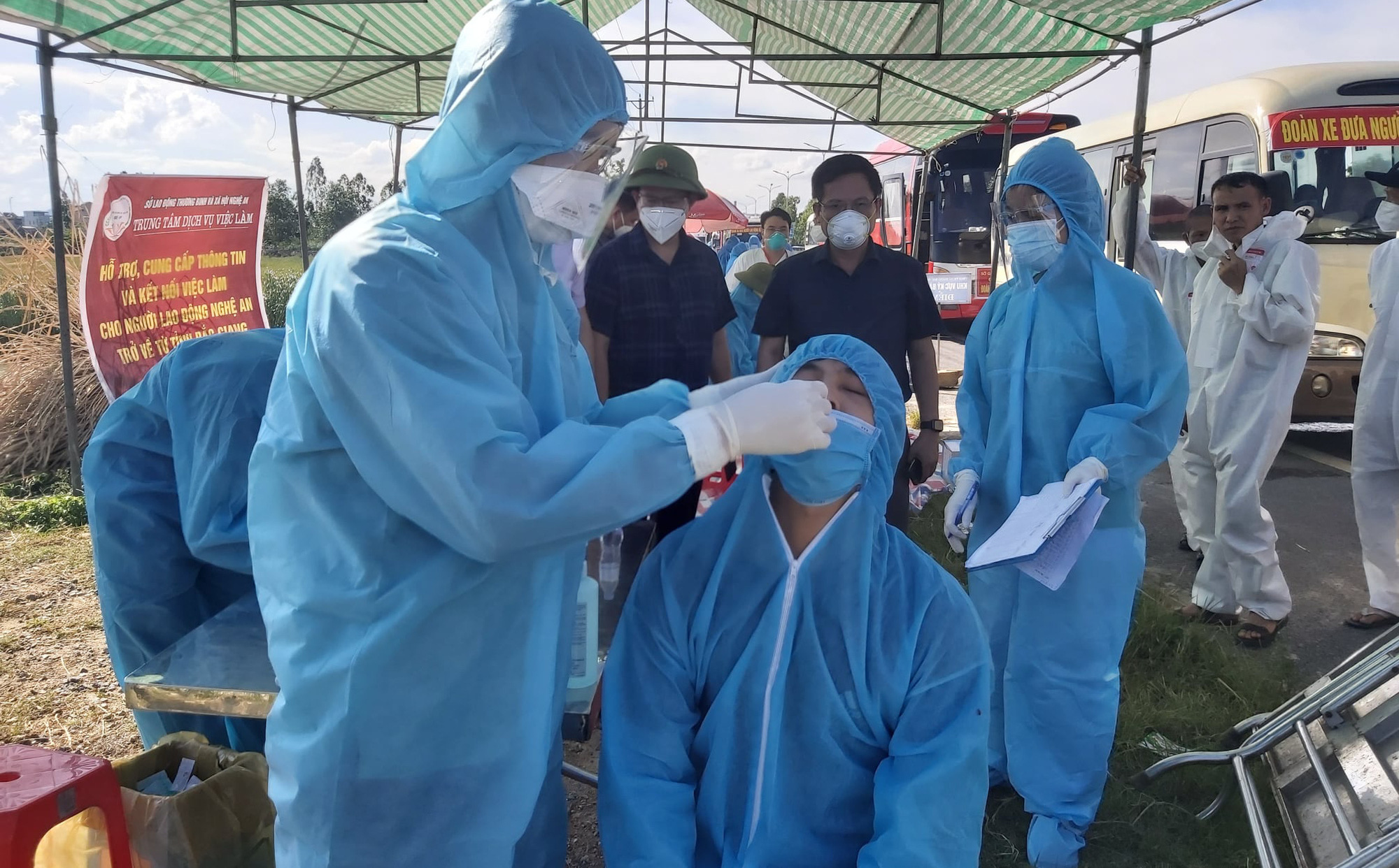 Nghệ An: 6 bệnh nhân mắc Covid-19 chuyển biến nặng, 1 người nguy kịch phải lọc máu liên tục