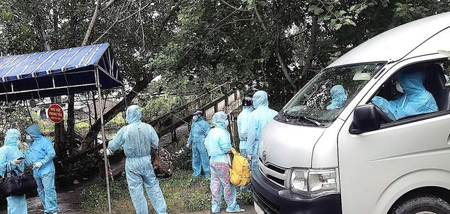 Vụ bánh mì không phải là lương thực: Thay chức Trưởng ban chống dịch phường; Hà Nội thêm 19 ca COVID-19, truy vết người đến nhà thuốc 95 Láng Hạ - Ảnh 1.