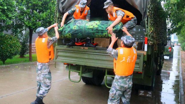 Trung Quốc mưa lớn: Trịnh Châu thất thủ trong nước lũ, tham vọng thành phố bọt biển kiểu mẫu đã sụp đổ? - Ảnh 7.