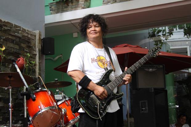 Rocker Trung Thành Sago qua đời ở tuổi 65 khi đang điều trị Covid-19, cả vợ và con đều nhiễm virus - Ảnh 1.