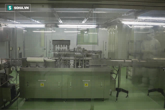 Ảnh: Mục sở thị toàn bộ quy trình đóng lọ vắc xin Sputnik V Nga tại Việt Nam - Ảnh 2.