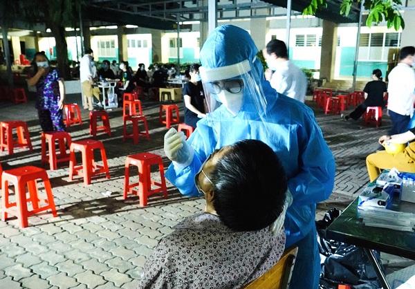 Chủ tịch Hội Kiểm soát Nhiễm khuẩn: Nếu không bỏ giấy thông hành xét nghiệm âm tính, nguy cơ bùng dịch rất cao - Ảnh 1.