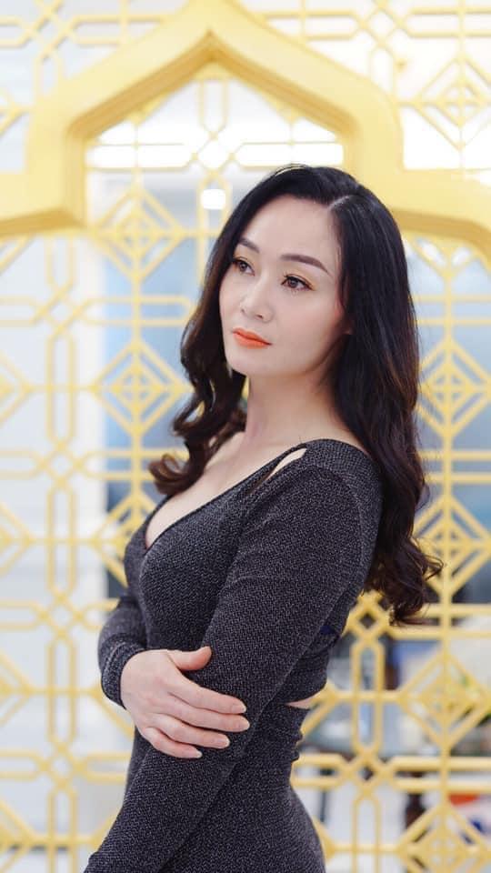 Nhan sắc U45 đài các nhưng không kém phần gợi cảm của bà Xuân Hương vị tình thân - Ảnh 8.