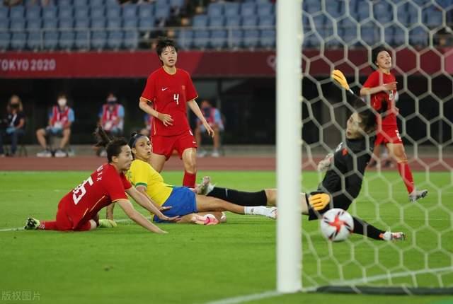 Đội tuyển Trung Quốc thua tơi tả trong ngày ra quân Olympic, đứng trước nguy cơ về nước sớm - Ảnh 2.