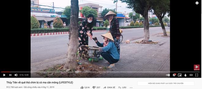 Lùm xùm khắc tên lên mai rùa chưa lắng, Thuỷ Tiên bị netizen khui lại clip treo ngược đàn cò lửa trên ô tô khi mua để phóng sinh - Ảnh 1.