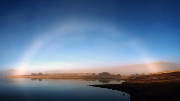 Lý giải hiện tượng cực hiếm cầu vồng ma xuất hiện trên bầu trời - Ảnh 3.