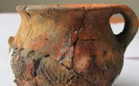 Lão nông đào được một chiếc nồi lớn liền đập vỡ để lấy 20 kg vàng, chuyên gia thót tim: Ông đã phạm sai lầm lớn! - Ảnh 1.