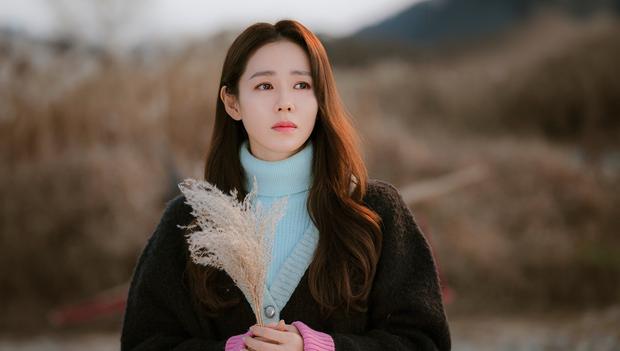 Không phải Son Ye Jin, đây mới là tình đầu quốc dân đời đầu xứ Hàn: Gia tài phim siêu khủng, U70 vẫn đẹp rạng ngời - Ảnh 1.
